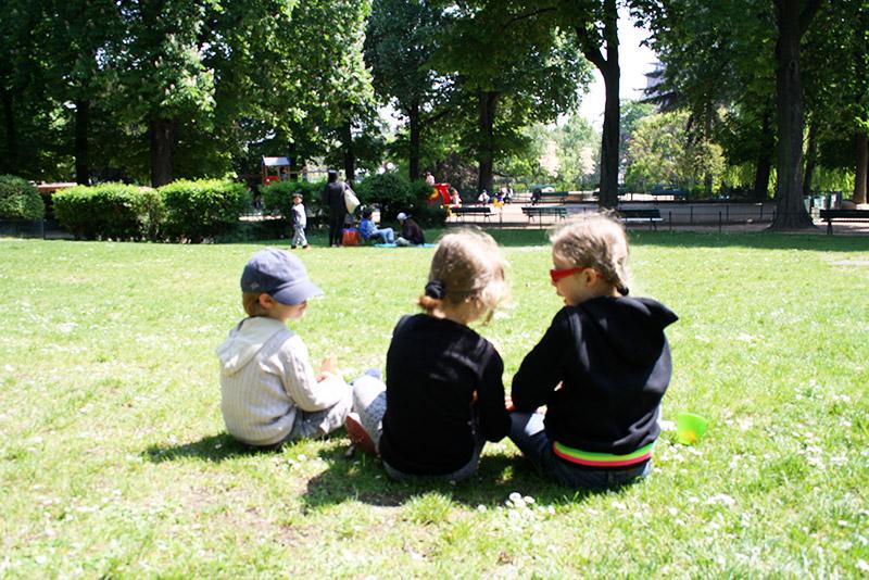 Pique-nique dans le parc du Trocadéro